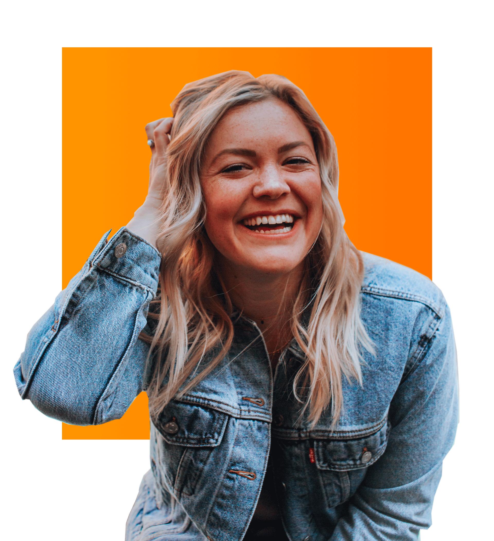 Photo d'une jeune femme souriante